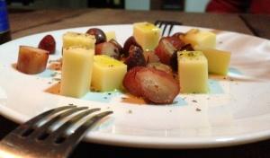 Couvert: queijos, pinhão e azeitonas