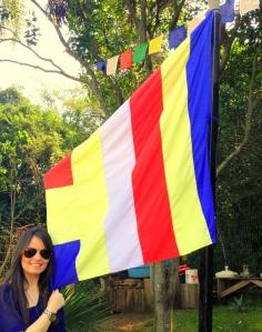 Bandeira Budista: as 5 cores refletem as cores da aura que emanou do cropo de Buda quando este alcançou a iluminação!