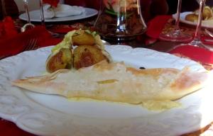 Prato principal: Filé de linguado no papelote de massa filo ( massa cuja espessura e aplicação variam, podendo ser fina como uma folha de papel) com creme de alho poró. Muito leve e saboroso!