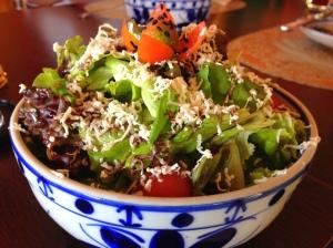 Salada verde (alface, rúcula, tomate cereja, ricota defumada e redução de aceto caseira)!!