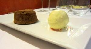 Sobremesa 2: Bolinho de chocolate e sorvete de baunilha