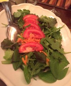 Saladinha verde com tomate! Nada melhor que o tomate italiano!! #quantadiferenca