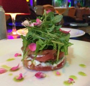 Salada Prensado Caprese: tomate, muzarella e manjericão, Divina e levíssima!