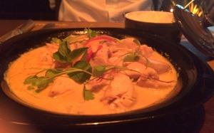 Pedido do Paulo do menu Tailandês: pasta de curry com frango, leite de coco e legumes. Acompanha arroz jasmin. Hmmm, adorei!