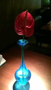 Os vasinhos em cada mesa são lindos!