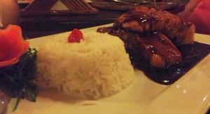 Prato 2: Salmão grelhado com molho teriyaky (açucar mascavo, shoyu e vinho branco) e arroz. MUITO BOM!