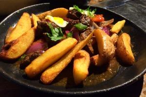 Prato 2: filé mignon em tiras salteado com cebola roxa e tomatinho. Arroz e batata frita!
